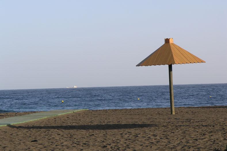 playa_melenara_hotel_lamarine_sombrilla